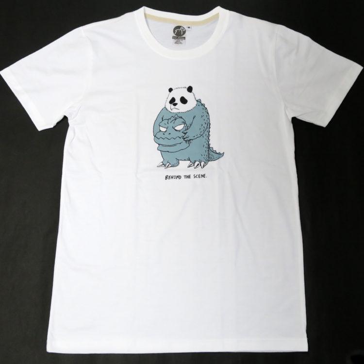 怪獣映画に出演中のパンダが可愛い「BEHIND THE SCENE.」 Tシャツ